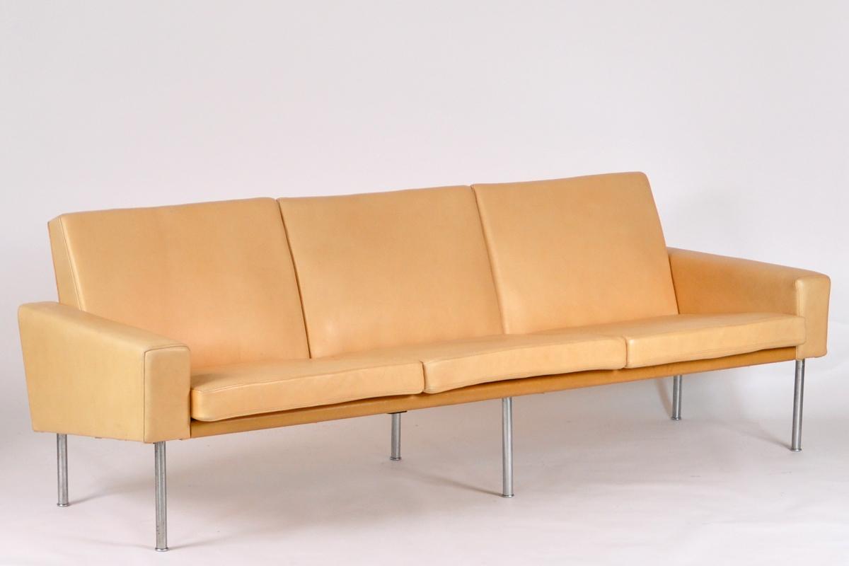 House of Design Hans J Wegner sofa